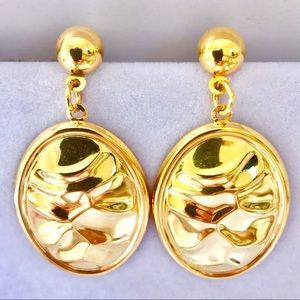 Jewelry - Gold hammers oval design earrings
